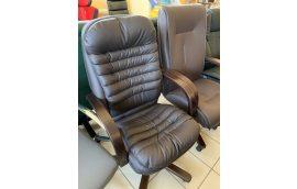 Кресла для руководителя: купить Кресло Валенсия Вуд Орех М-1 Флай 8831 Richman -