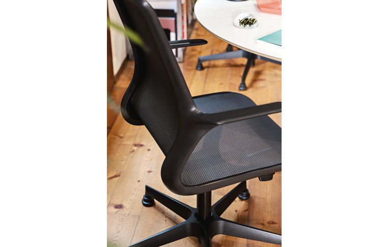 Кресла для руководителя: купить Кресло Loop черный Milani - 5