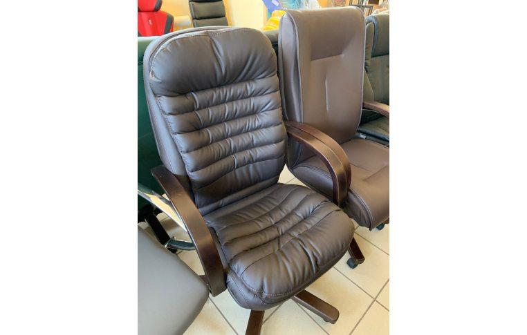 Кресла для руководителя: купить Кресло Валенсия Вуд Орех М-1 Флай 8831 Richman - 1